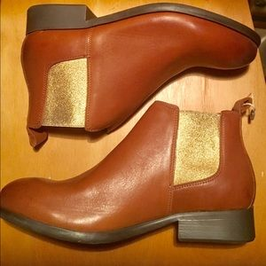 Cute new Italian leather brown ankle booties 8.5